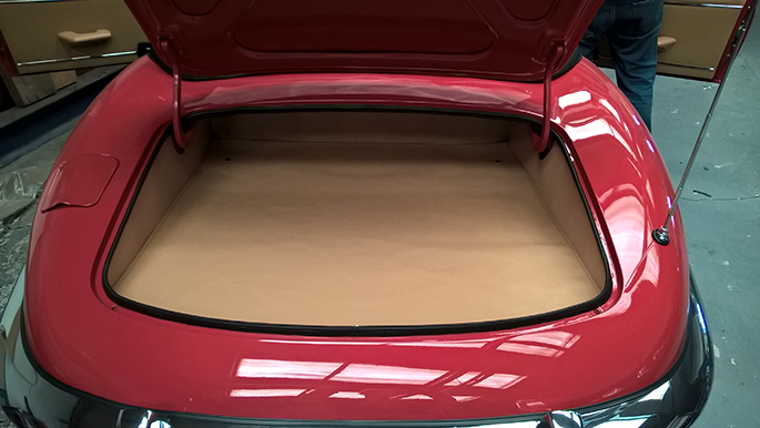 jaguar E-type convertible luggage